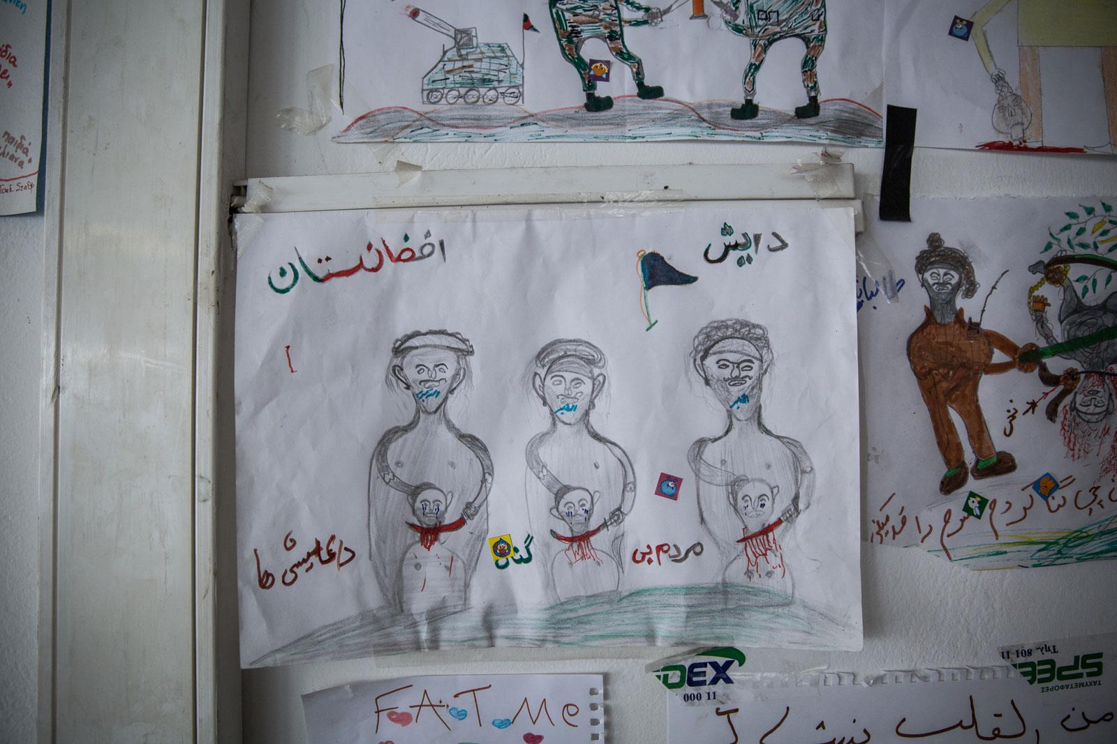 Gambar-gambar yang dipajang di bangunan yang diduduki paksa di jalan Notara ini.